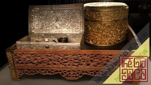 Cổ vật thời văn hóa trầu cau cổ