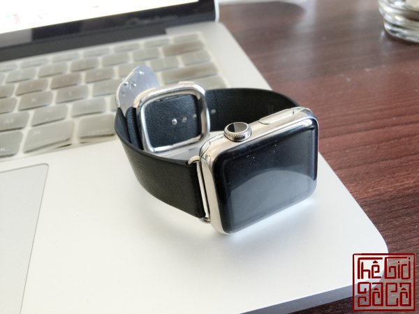ban-apple-watch-black-modern-buckle-1.jpg
