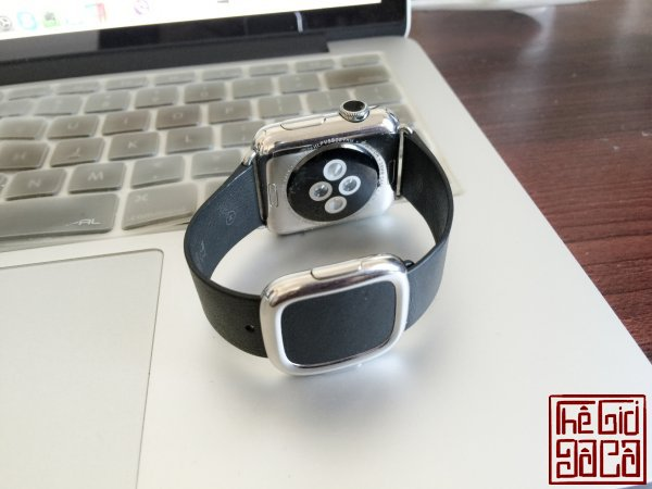 ban-apple-watch-black-modern-buckle-2.jpg