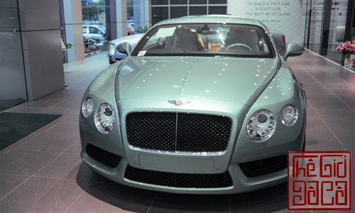 bentley-continental-gt-v8-mau-doc-tai-ha-noi-1.jpg