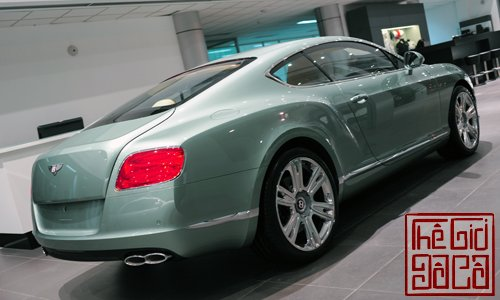 bentley-continental-gt-v8-mau-doc-tai-ha-noi-5.jpg
