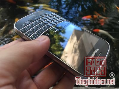 Blackberry-9900 (4).jpg