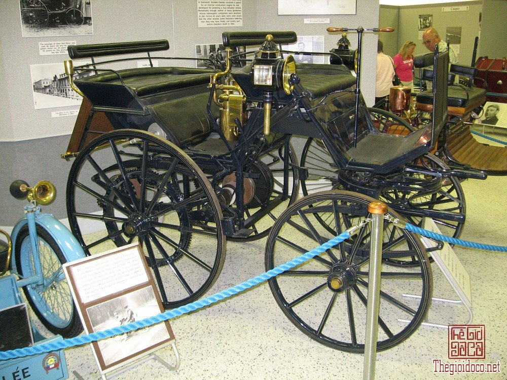 Daimler.Motor.Carriage.jpg
