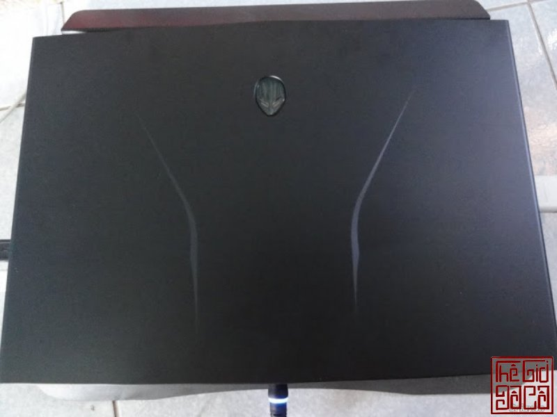 dell-alienware-m14r1-2.JPG