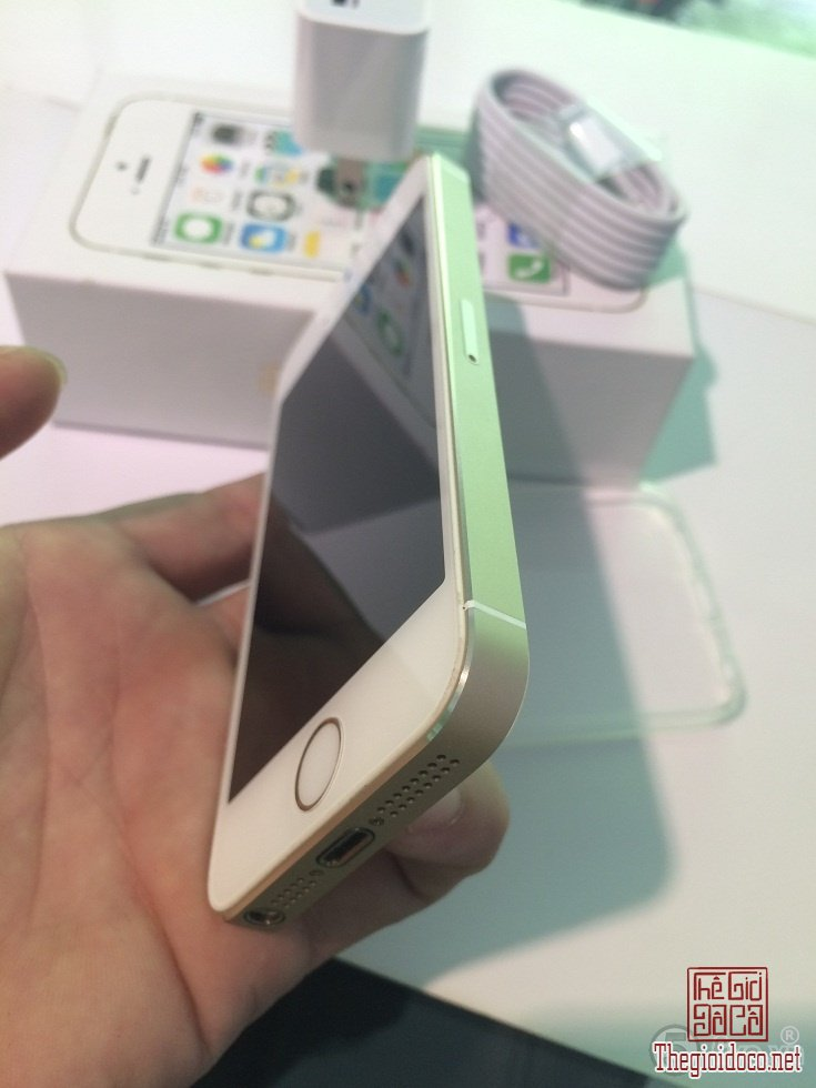 [dien.thoai]iphone5s.gold-do.xua-do.la-02.JPG