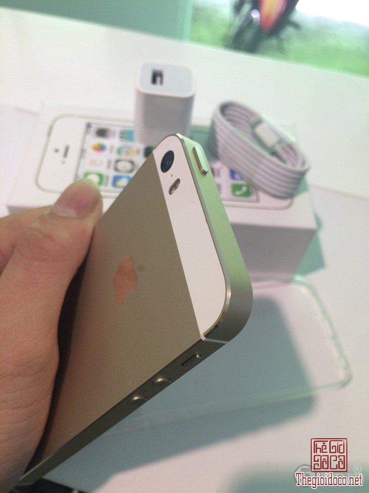 [dien.thoai]iphone5s.gold-do.xua-do.la-04.JPG