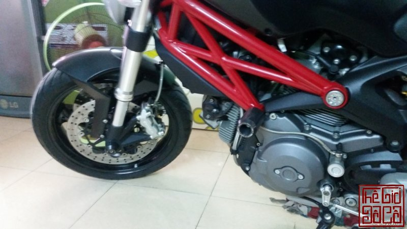 ducati-monster-795-xe-9-chu-it-di-odo-moi-4000km-4.jpg