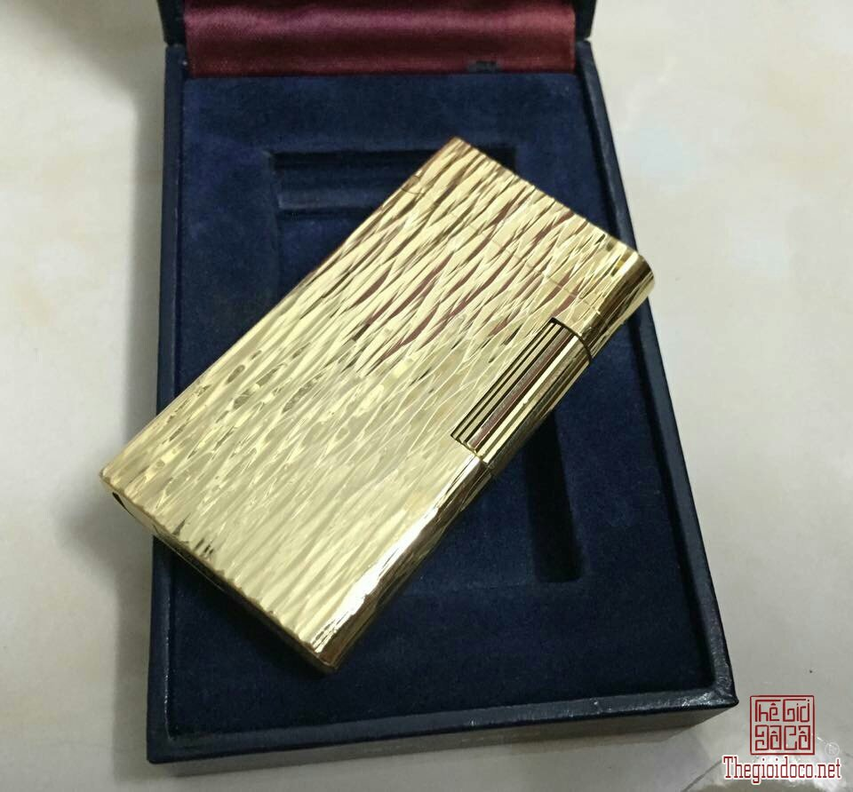 Lighter Caran dAChe Geneve Gold  (1).jpg