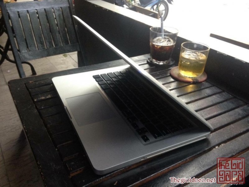 [may.tinh.bang]macbook-2011-core-ị-01.jpg