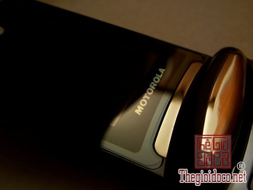 motorola-razr2-v8-luxury-gold5.jpg