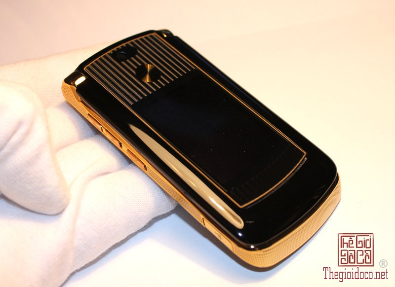 motorola-razr2-v8-luxury-gold9.jpg
