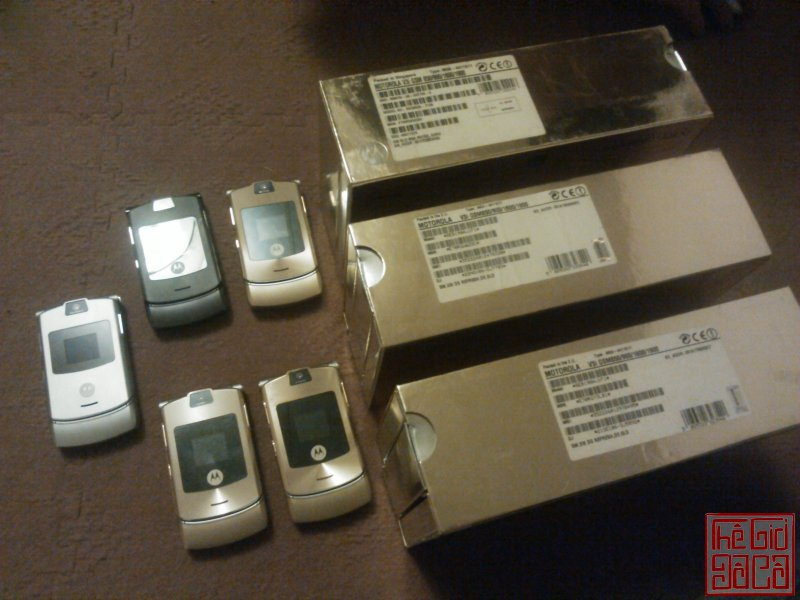 motrola-v3-v3i-gold-d-g-full-box-nokia-6700-sliver-full-box-16.JPG