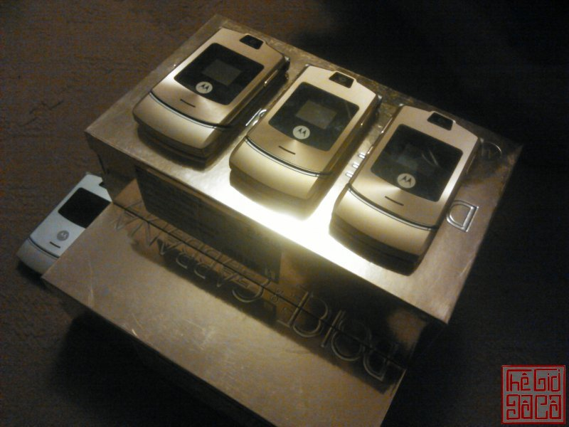 motrola-v3-v3i-gold-d-g-full-box-nokia-6700-sliver-full-box-21.JPG