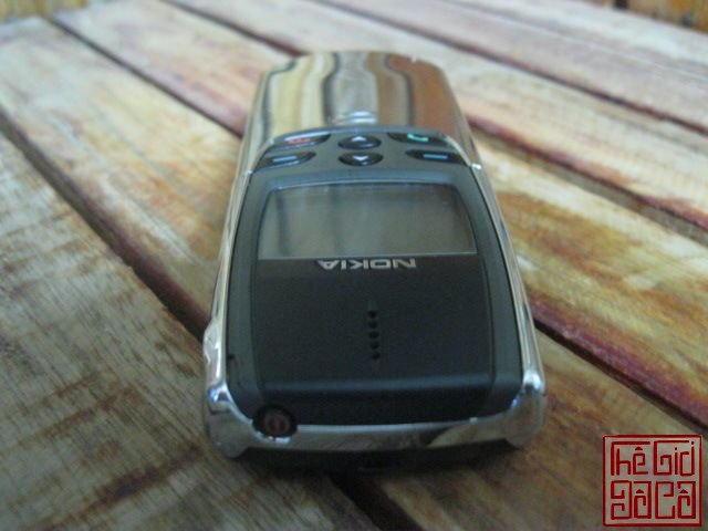 Nokia-8810-full-dock-sac-1423_10.JPG