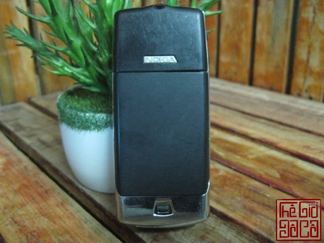 Nokia-8810-full-dock-sac-1423_3.JPG