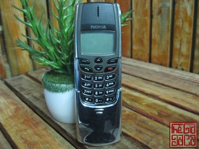 Nokia-8810-full-dock-sac-1423_6.JPG