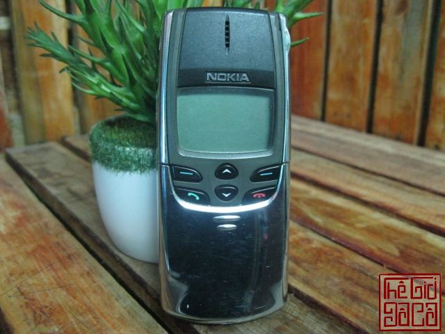 Nokia-8810-full-dock-sac-1423_8.JPG