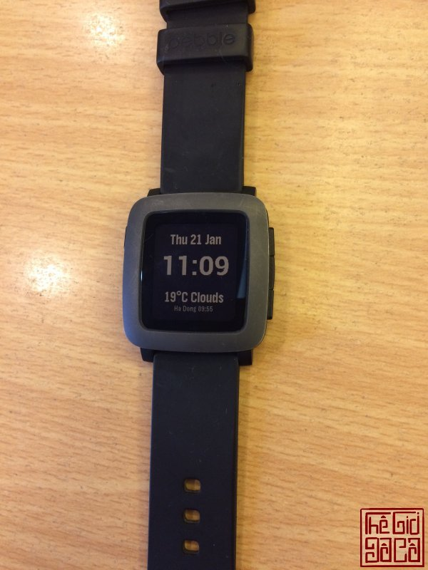 pebble-time-mau-den-anh-that.jpg