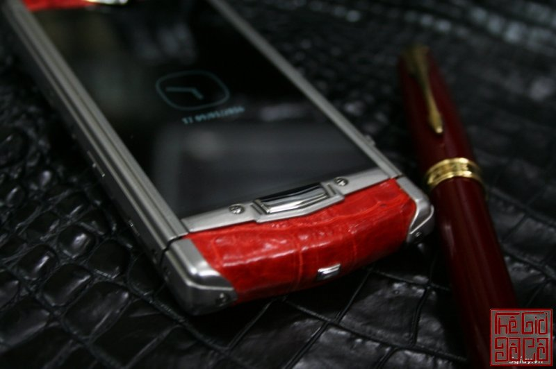 vertu-constellation-touch-da-ca-sau-do-2.JPG
