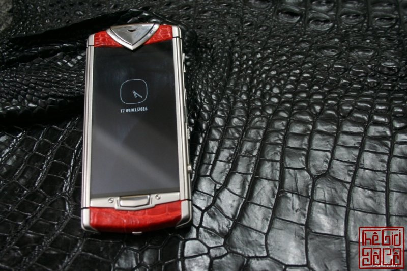 vertu-constellation-touch-da-ca-sau-do-8.JPG