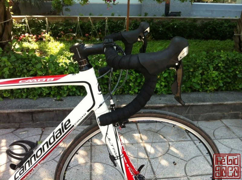 xe-dap-cuoc-the-thao-road-cannondale-caad8-5-105-ban-nhanh-2.jpg